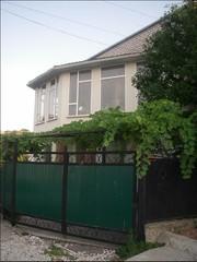 Продам 2эт. дом в Центре Новороссийска о/п 260 кв. м.,  ж/п 165 кв. м.